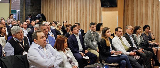 Participanţi la dezbatere