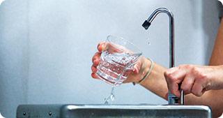 Desalinizarea apei, o industrie dăunătoare pentru mediu