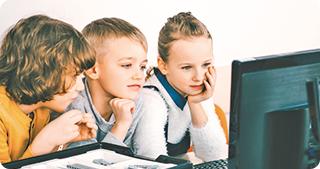 Ateliere Fără Frontiere donează 1.000 de calculatoare pentru proiecte educaționale